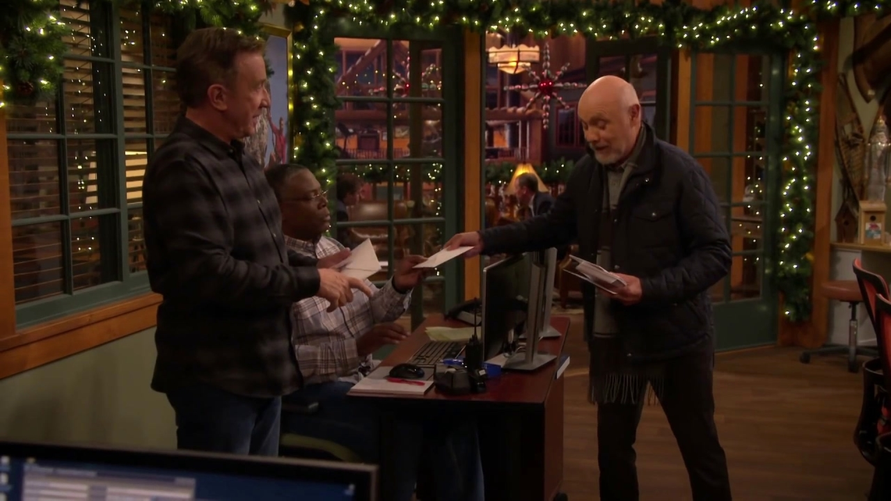 Last Man Standing: Ed Hands Out Christmas Cards