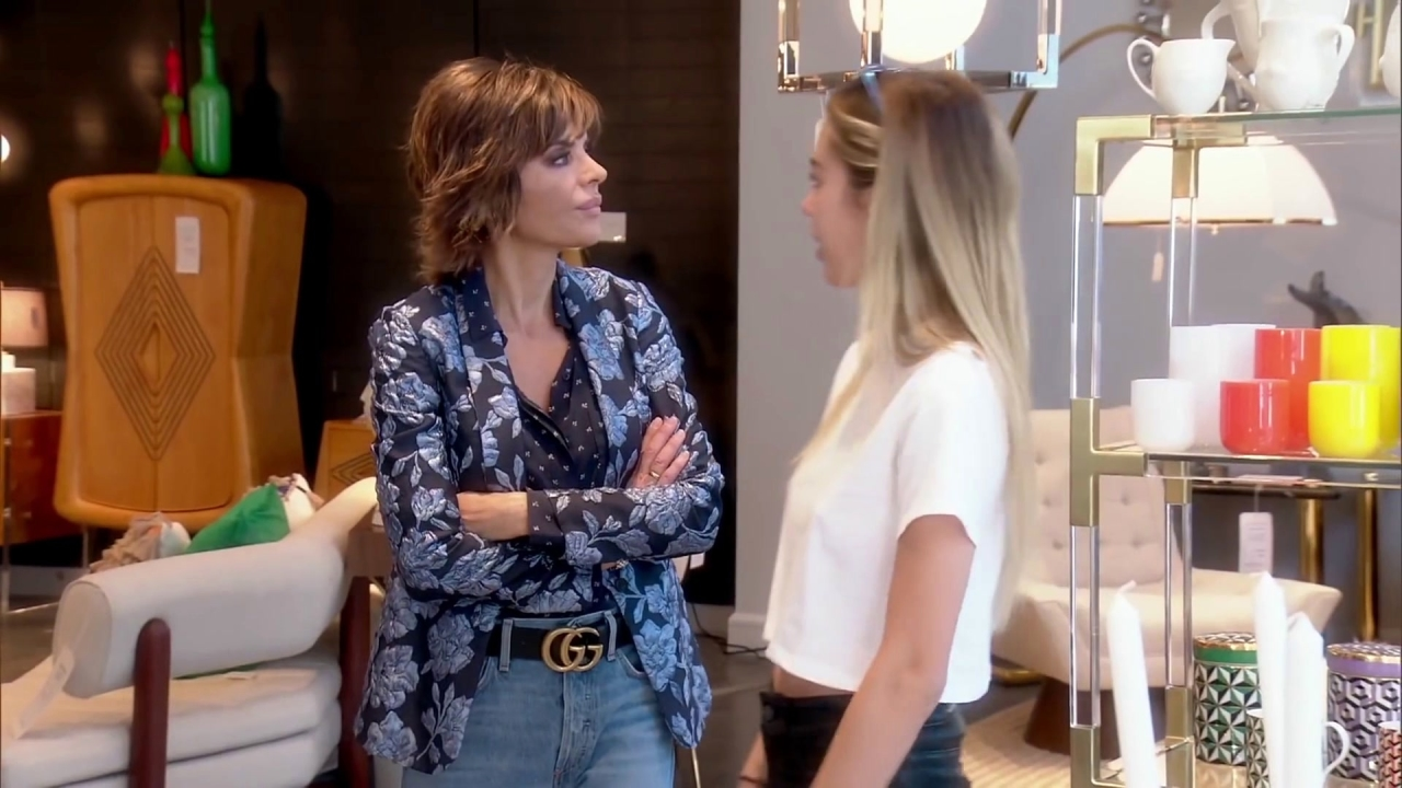 The Real Housewives of Beverly Hills: Lisa Rinna Finds the Perfect Home Accessory