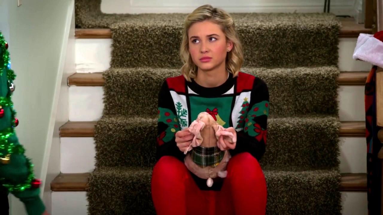 Alexa & Katie: Christmas Spirit