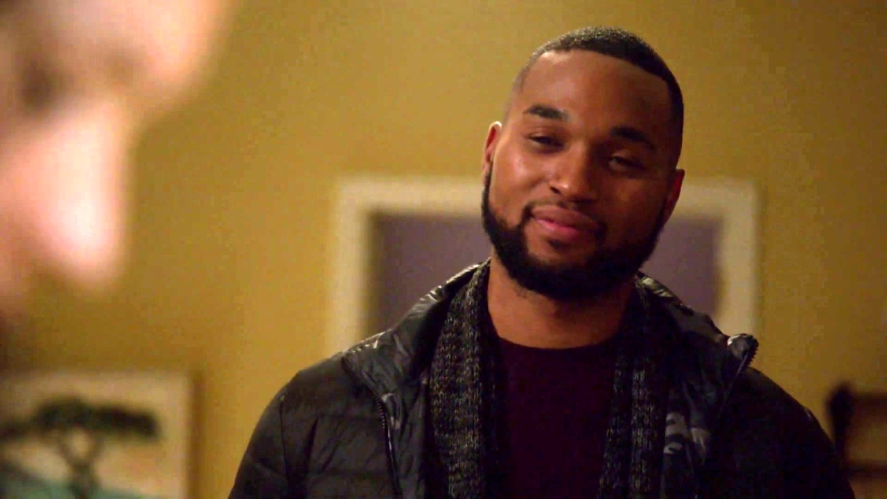 Chicago Fire: Tyler Makes A Move On Kidd