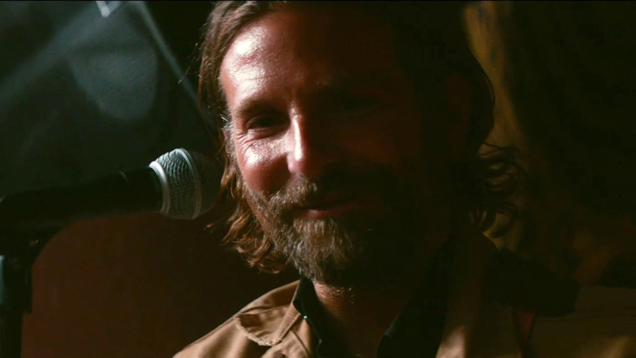 A Star Is Born: Bradley Cooper's Transformation (Featurette)