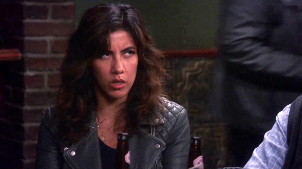 Brooklyn Nine-Nine: Holt Returns To The Bar To Save The Day