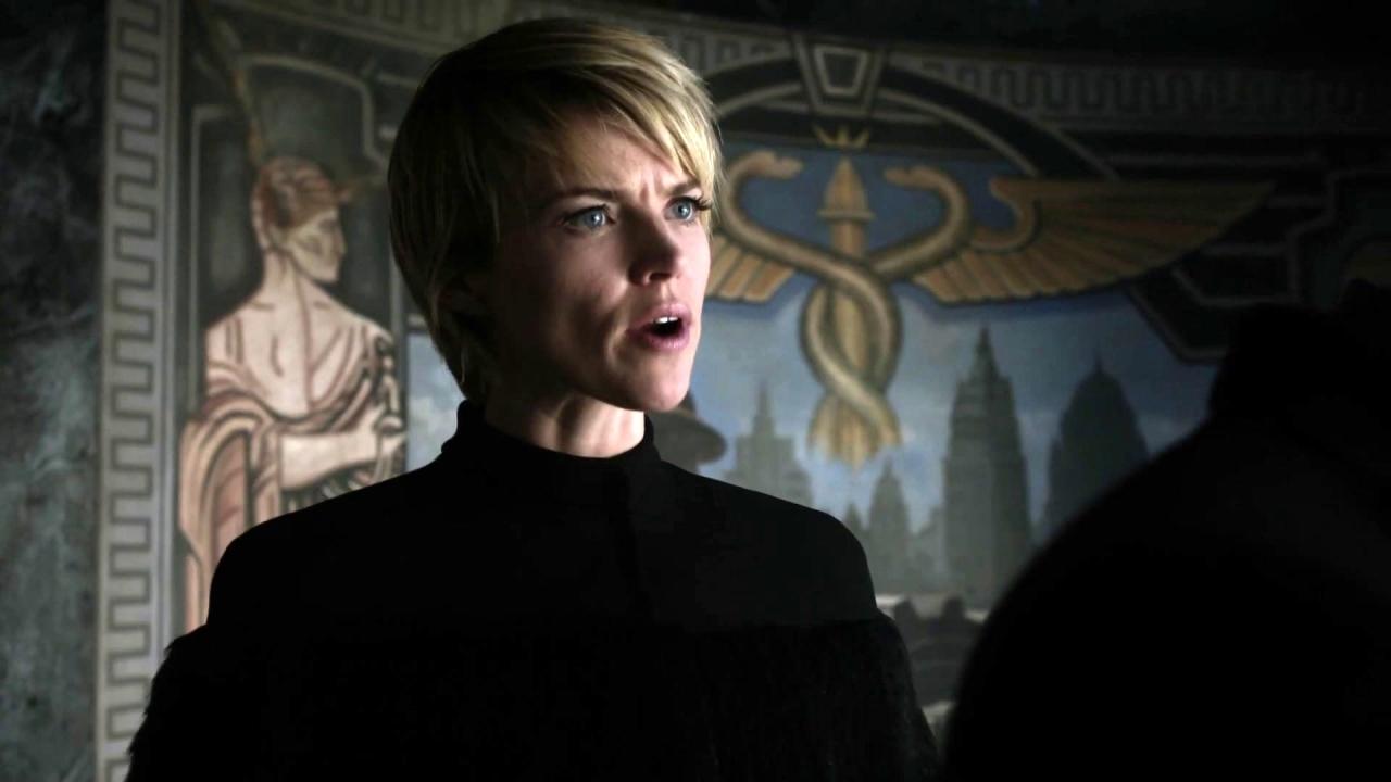Gotham: Barbara Tells Penguin To Hurry Up