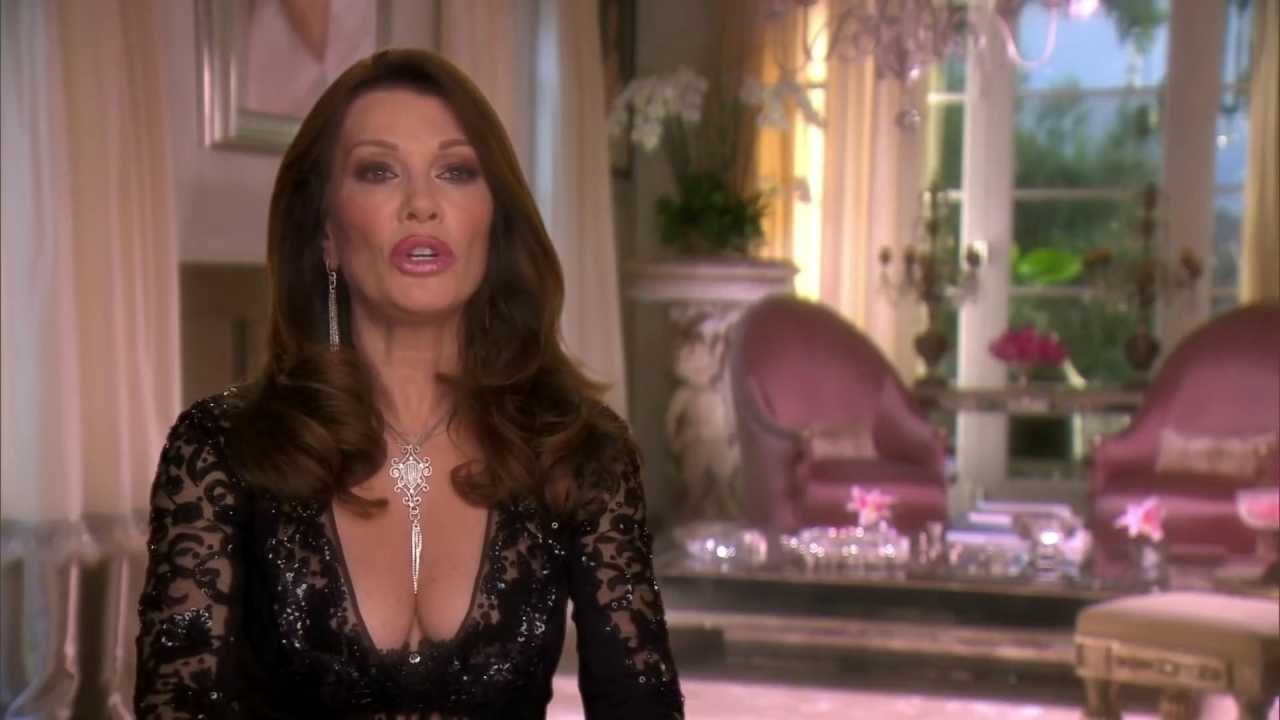 The Real Housewives of Beverly Hills: Lisa Vanderpump Is Caught In A Lie