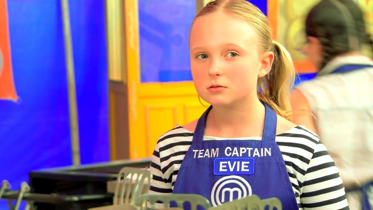 Masterchef Junior: Evie Tries To Get Her Team To Listen To Her