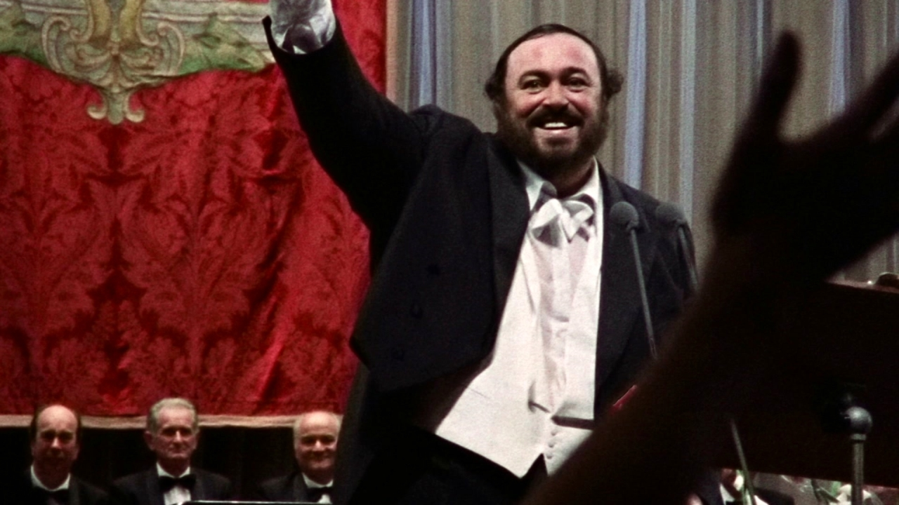Pavarotti: The Entertainer (Featurette)