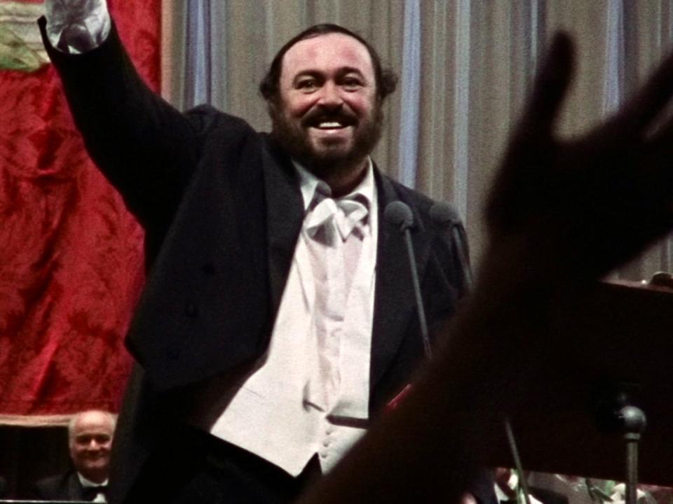 Pavarotti: The Entertainer (Featurette)