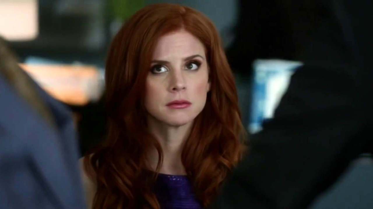 Suits: Harvey Inadvertently Gives Louis Good Dating Advice