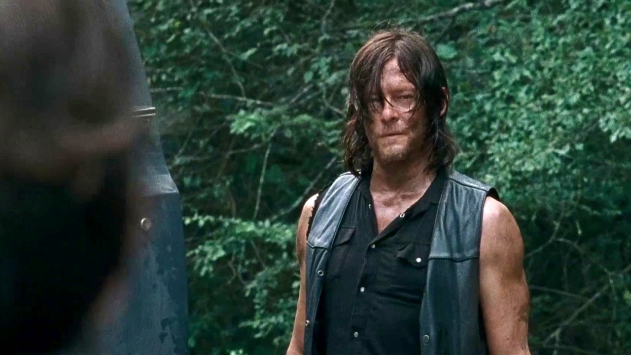 The Walking Dead: Daryl Uses Rocket Launcher