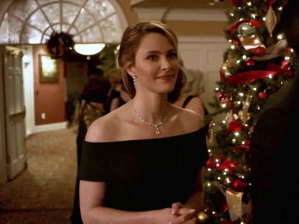 Christmas Wishes & Mistletoe Kisses: On Location (Featurette)