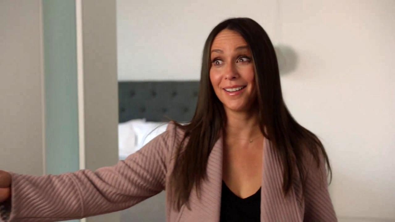 9-1-1: Maddie Snoops Around Tara's House