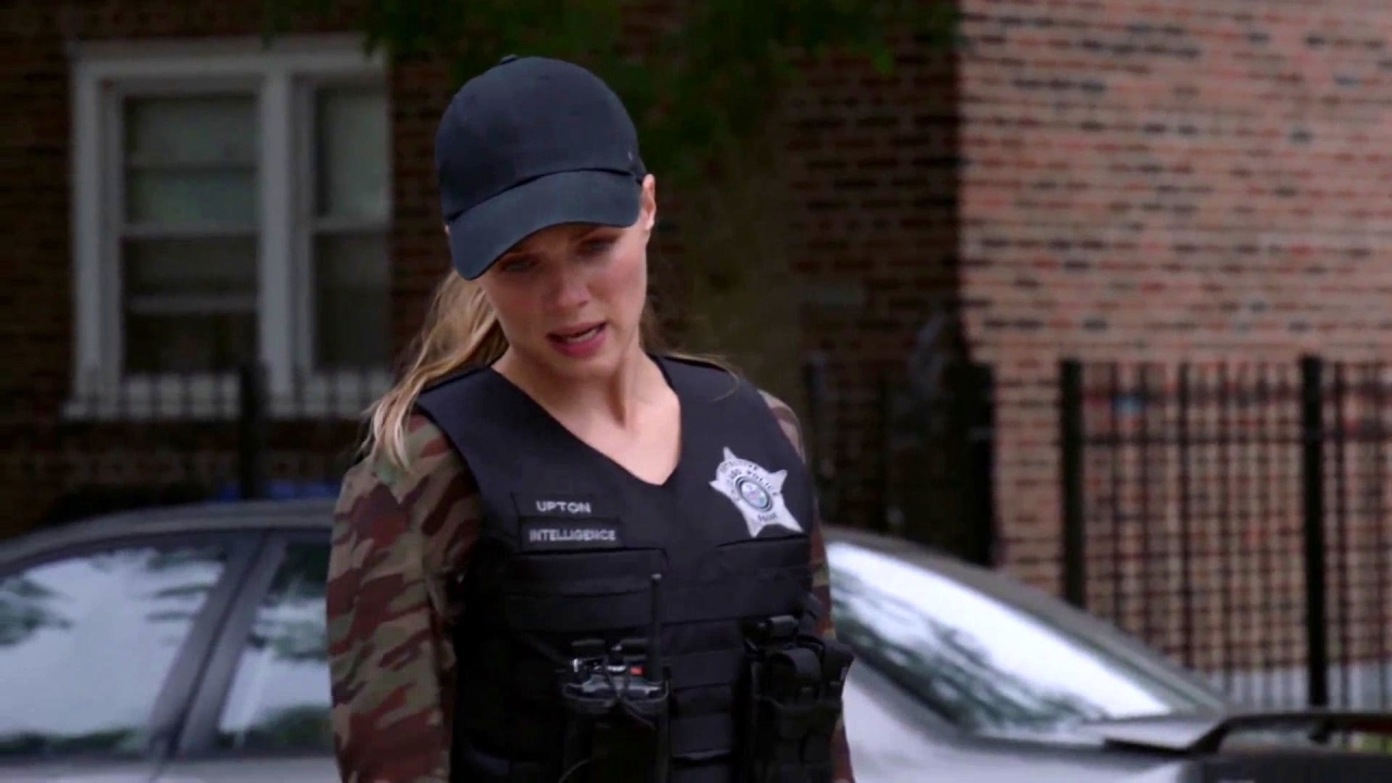 Chicago P.D.: He's Going Out The Window!