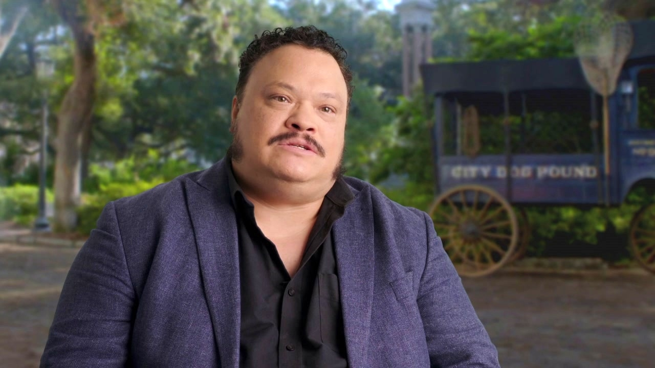 Lady And The Tramp: Adrian Martinez On 'Elliott's' Relationship With 'Tramp'