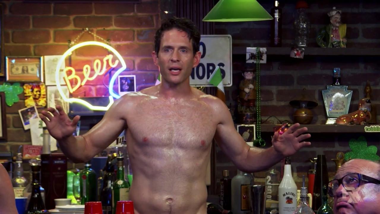 It's Always Sunny In Philadelphia: Dennis Has An Announcement!