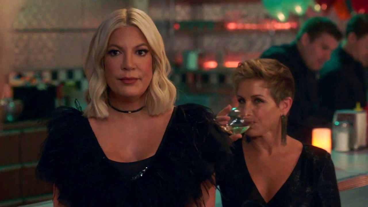 Bh90210: Christine Tells The Gang About The O.C. Reboot