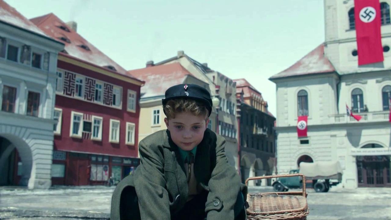 Jojo Rabbit: Cinematography (Featurette)