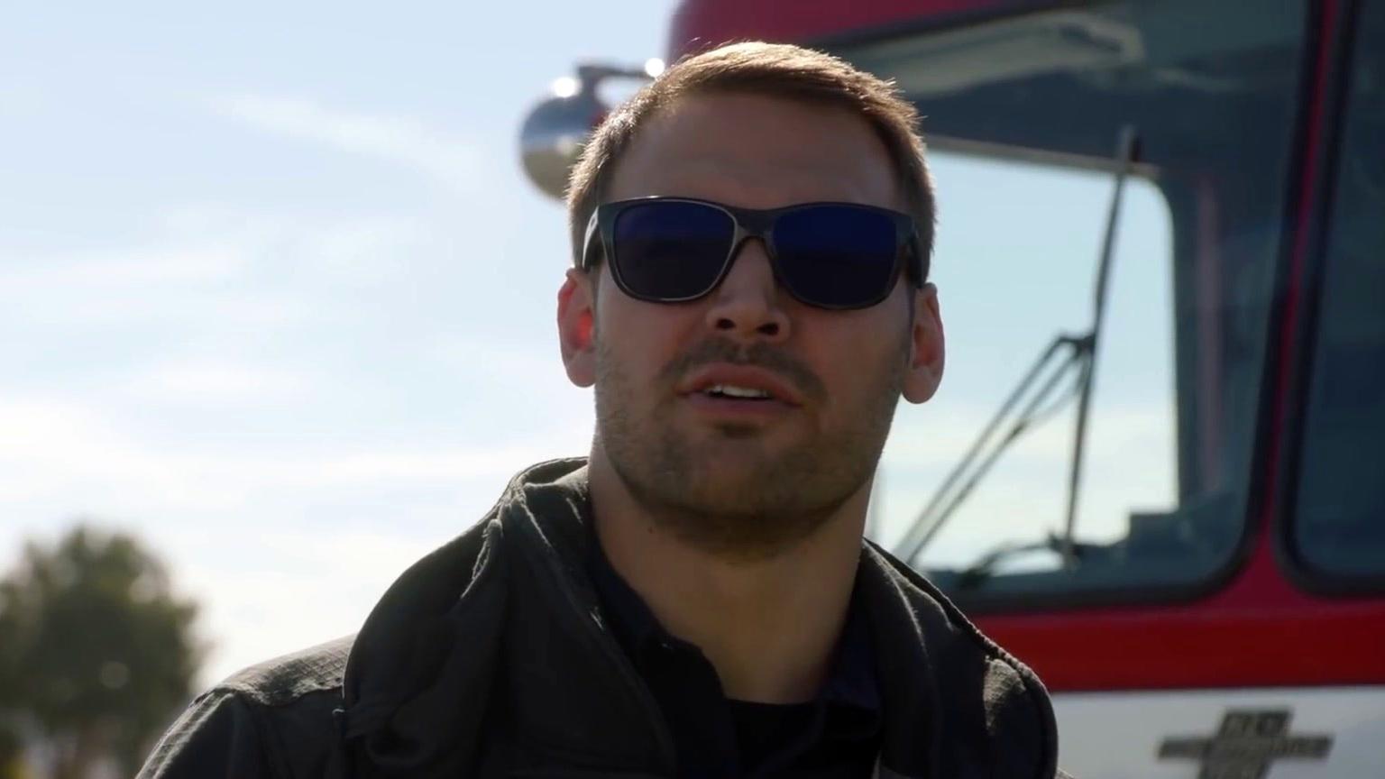 9-1-1: Skydiving Trip Gone Wrong