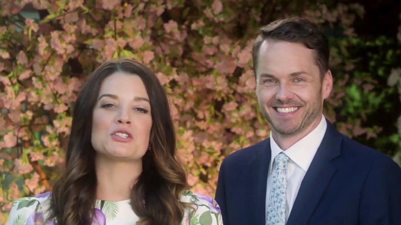 Wedding Every Weekend: On Location (Featurette)