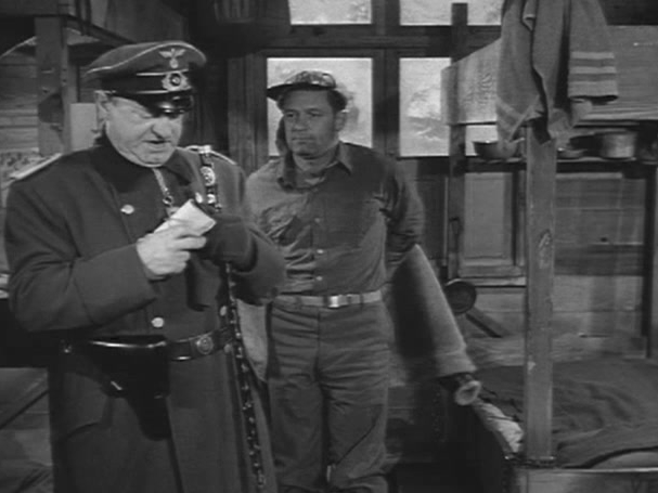 Stalag 17: Fall In