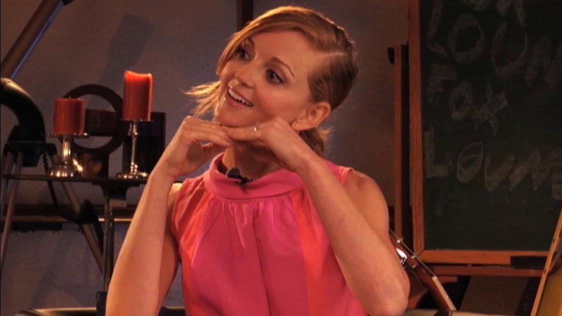 Glee: Jayma Mays Behind The Scenes