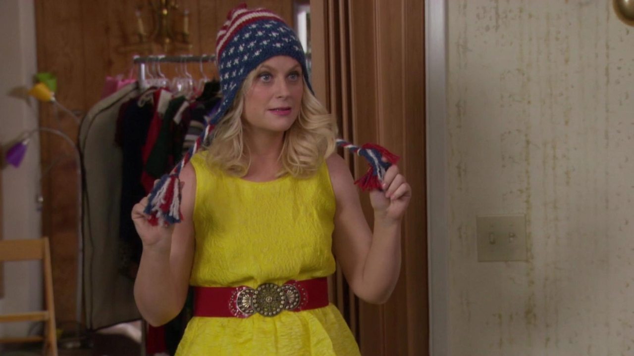 Parks And Recreation: Leslie Tries To Choose An Outfit For Her Interview With Buddy Wood