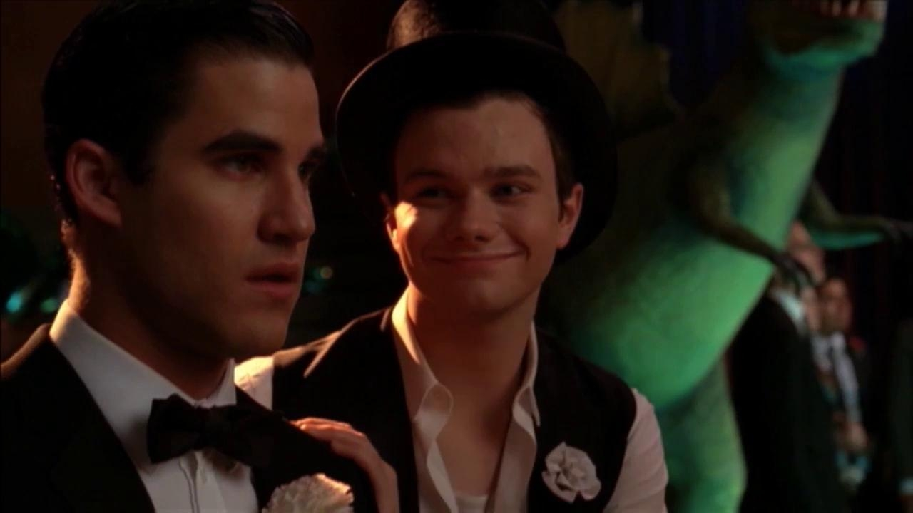 Glee: What Makes You Beautiful Performance Clip