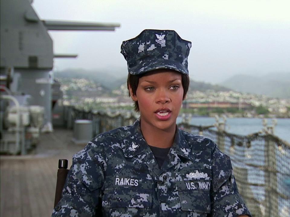 Battleship: Rihanna: Naval And Weapons Training (Featurette)