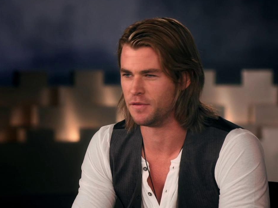 Snow White And The Huntsman: Battling The Troll (Featurette)