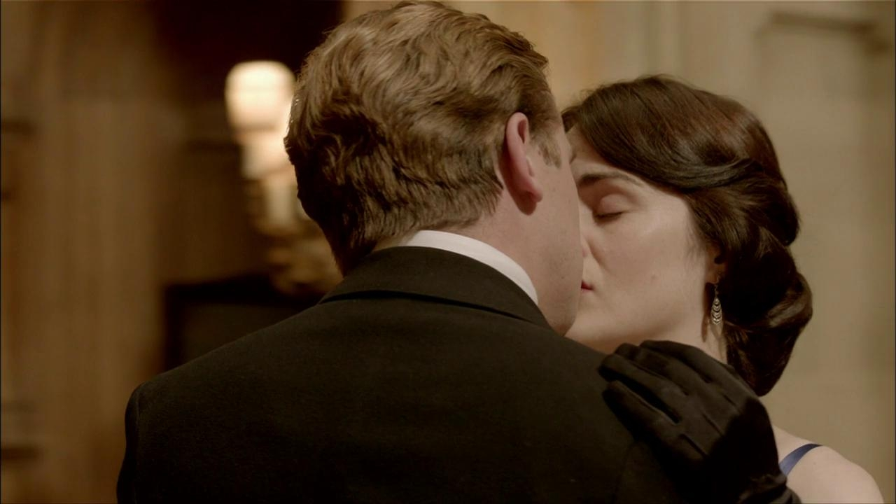 Downton Abbey: Lady Mary And Matthew Share A Kiss