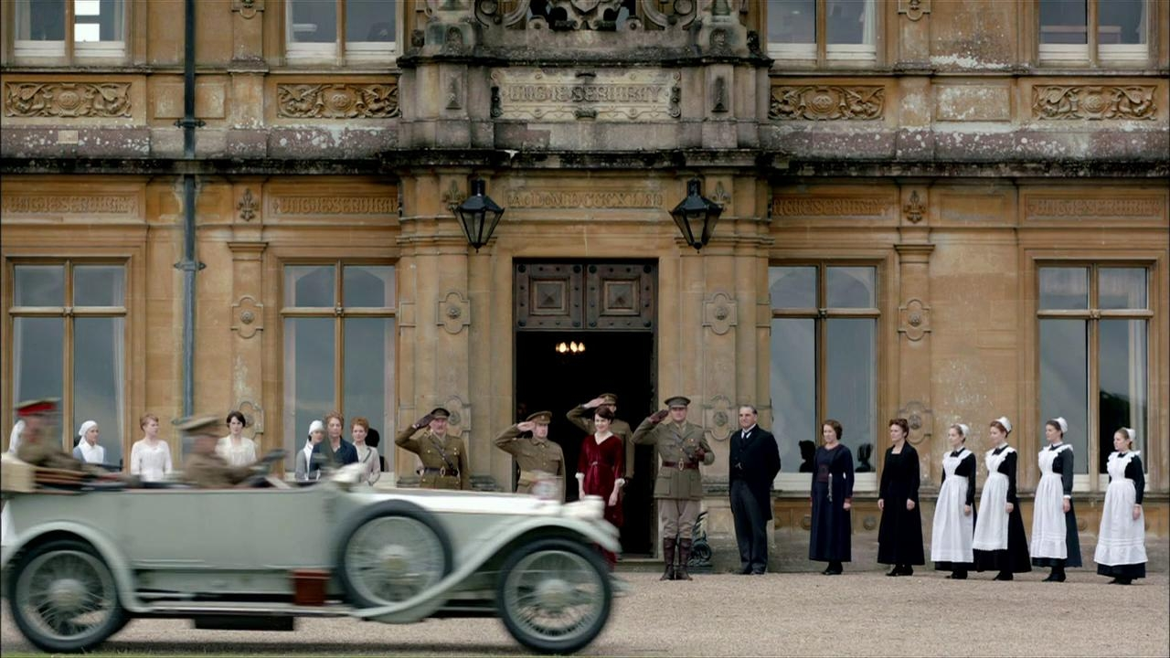 Downton Abbey: Group Salutes Car Of Soldiers