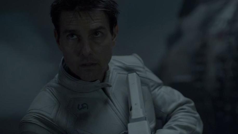 Oblivion: Jack And Julia Inspect The Ruins