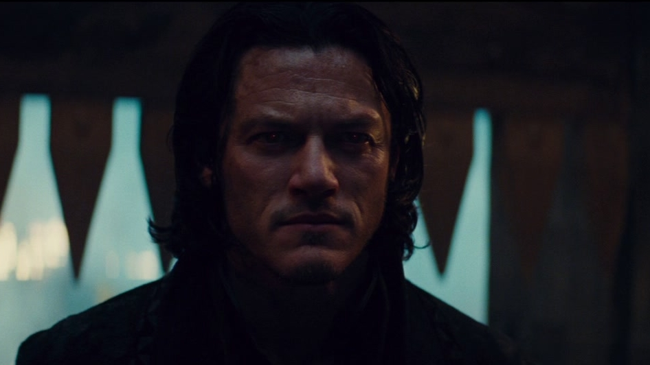Dracula Untold: Vlad Defends His Castle With His New Powers