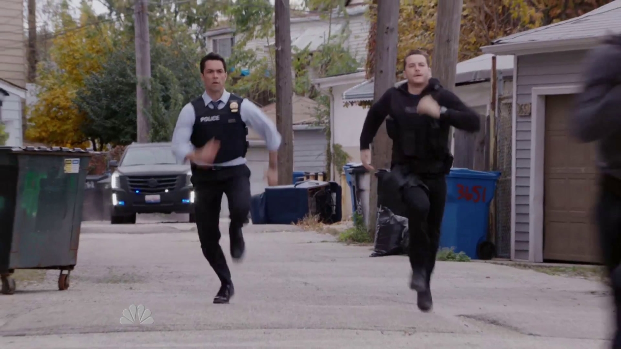 Chicago P.D.: Halstead And Amaro's Wild Foot Chase