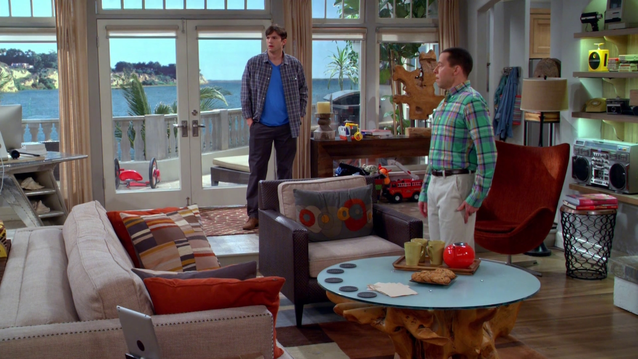 Two And A Half Men: 15 Minutes Late
