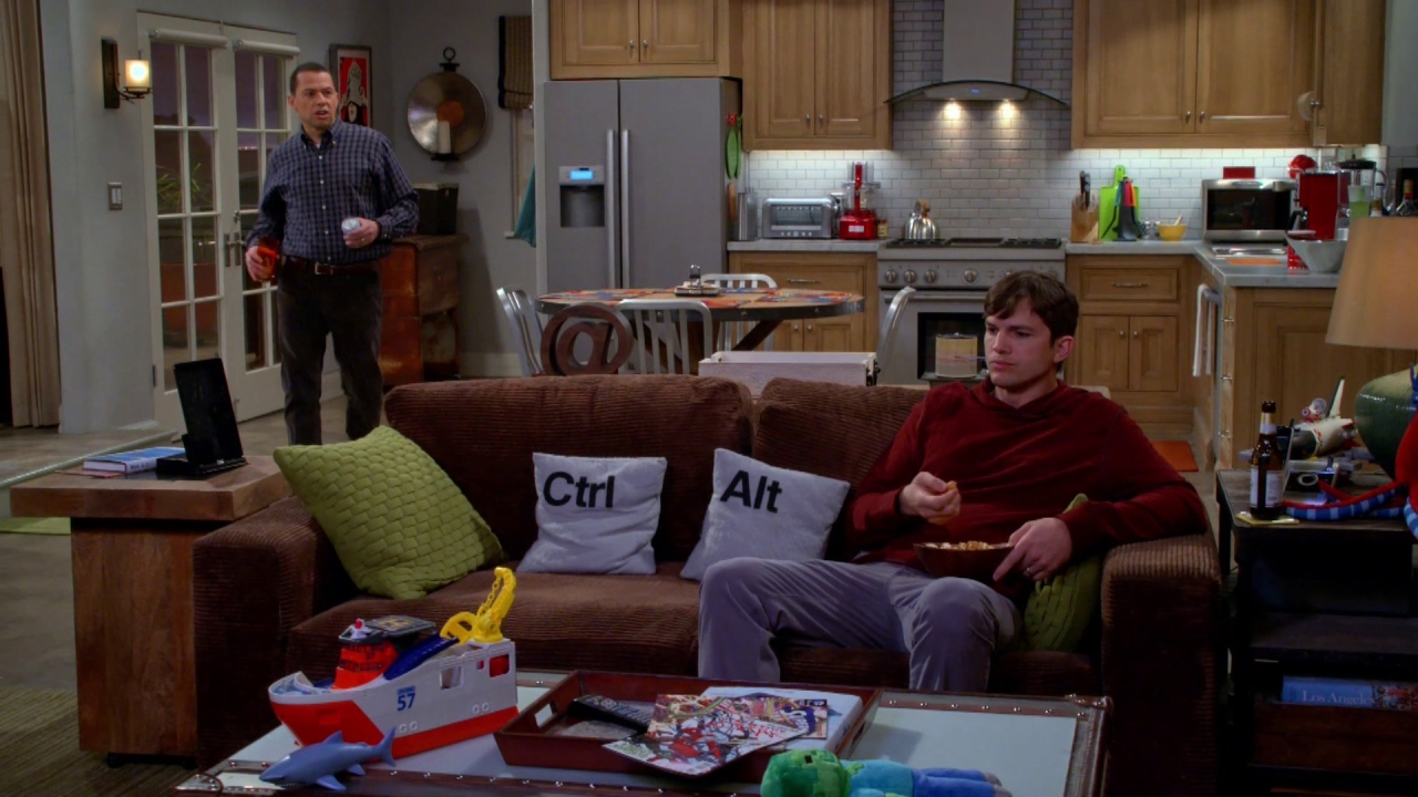 Two And A Half Men: Boompa Loved His Hookers