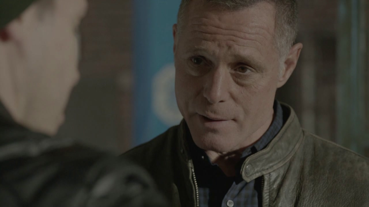 CHICAGO P.D.: What Puts You On That Ledge