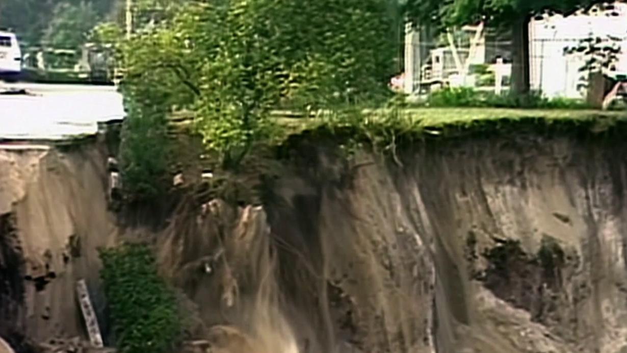 Nova: Sinkholes-Buried Alive