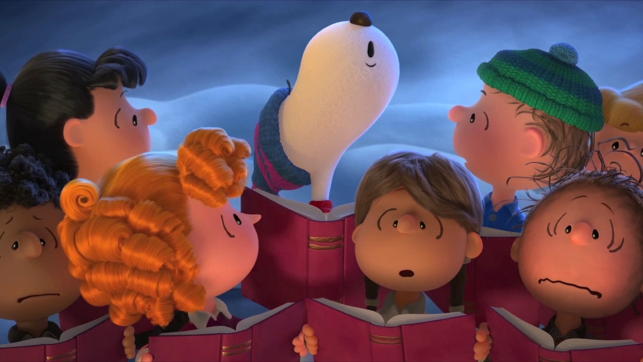 The Peanuts Movie: Snoopy Sings With Carolers (UK)