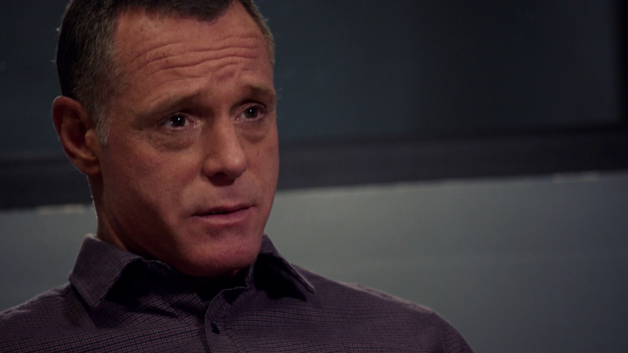 Chicago P.D.: Voight talks to the suspect