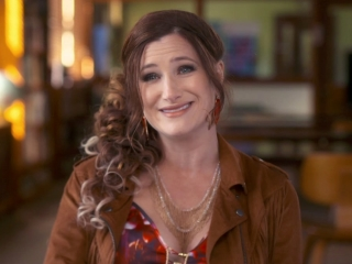 Bad Moms: Kathryn Hahn On Her Character Carla