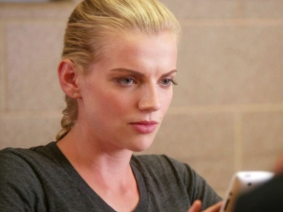 Chicago Fire: Brett Reads A Firefighting Blog About Romance To The House