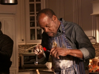 Almost Christmas: Danny Glover's Sweet Potato Pie (Featurette)