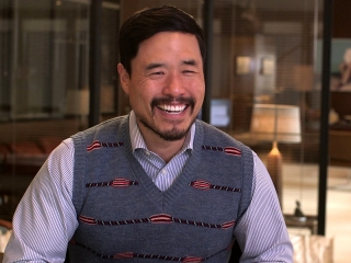 Christmas Office Party Cast.Office Christmas Party Randall Park On His Role As Fred