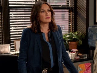 Law & Order: Special Victims Unit: Major Dantley Talks To Benson In Her Office