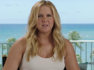 Snatched: Amy Schumer on Tom Bateman's charisma (International)
