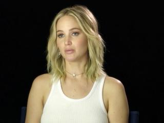 Mother!: Jennifer Lawrence On Darren Aronofsky (International)