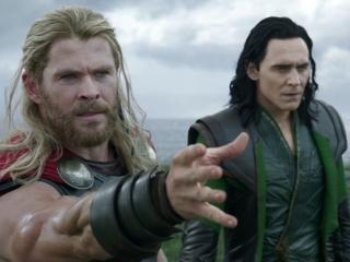 Thor: Ragnarok: Kneel