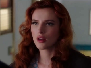 Famous In Love: Totes On A Scandal