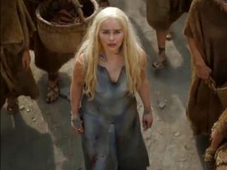 Game of Thrones: Daenerys walks with the Dothraki