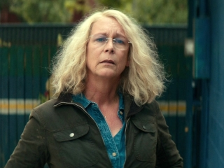 Halloween: Laurie Strode Talks To Her Granddaughter Outside School